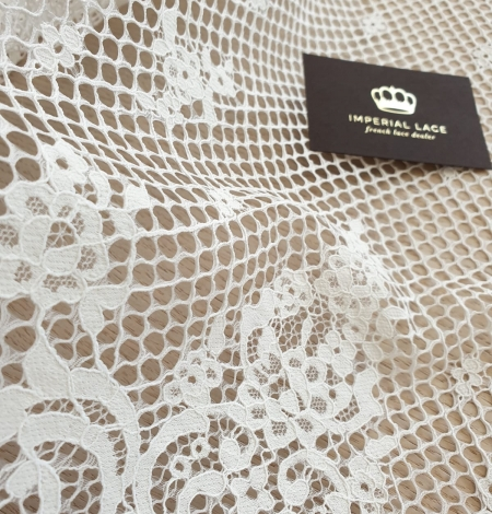 Ivory mesh floral guipure lace fabric. Photo 3