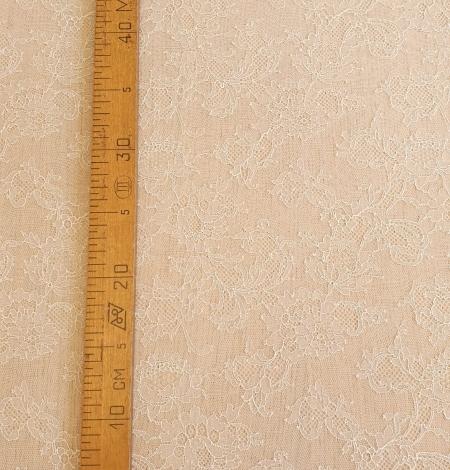 Ecru chantilly elastic lace fabric. Photo 5