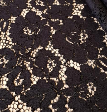 Black guipure lace fabric. Photo 5