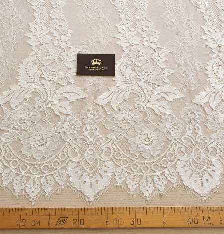 Ivory guipure with chantilly lace fabric. Photo 7