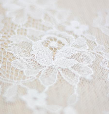 Piena balta ziedu raksta chantilly mežģīņu audums. Photo 4