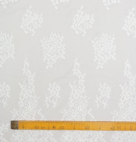 Piena balts ziedu chantilly mežģīņu audums. Photo 8