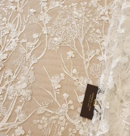 Ziloņkaula ziedu izšuvumi uz tilla auduma. Photo 1