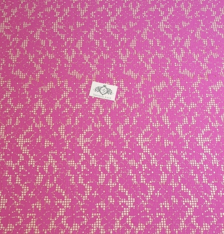 Fuchsia pink floral guipure lace fabric. Photo 4
