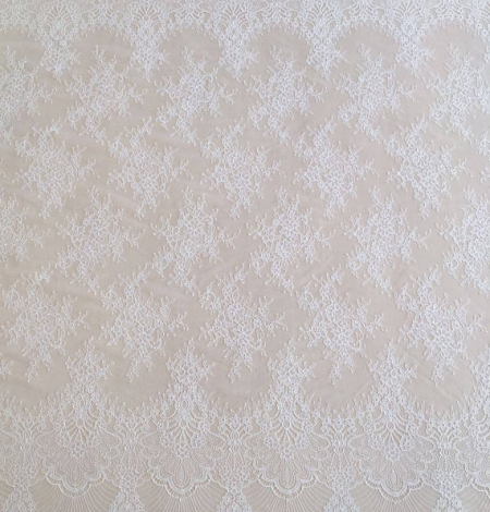 Off white chantilly lace fabric. Photo 3