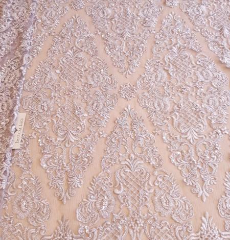 Pelēki lillā pērļots izšuvums uz tilla auduma. Photo 4