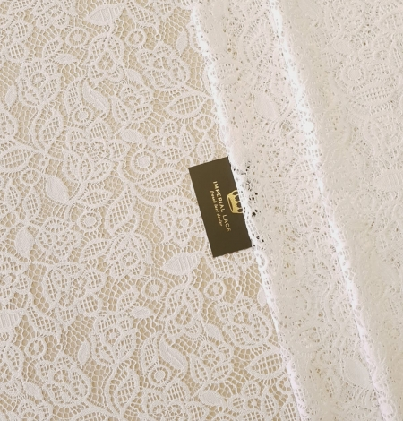Snow white guipure floral pattern lace fabric. Photo 1