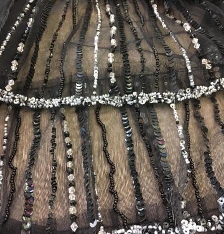 Melns volāns tills ar pērlītēm. Photo 1