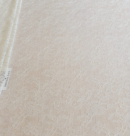 Ecru chantilly elastic lace fabric. Photo 4