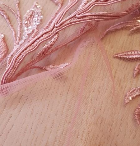 Aveņu rozā lapu rakstu izšuvumi ar fliteriem uz mīksta tilla auduma. Photo 3
