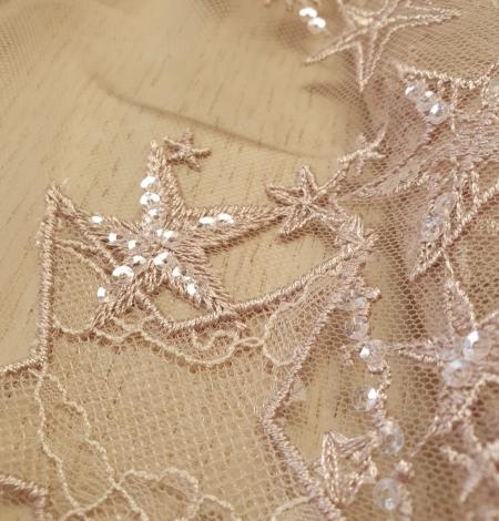 Veci rozā zvaigžņu raksts ar chantilly deteļām un fliteriem izšuvums uz tilla auduma. Photo 5
