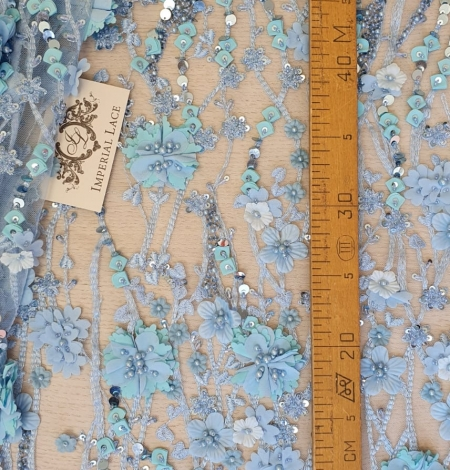 Zils 3D ziedu organisks raksts uz tilla auduma. Photo 7