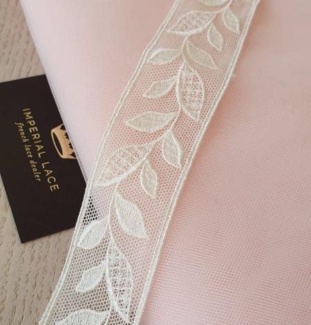 Maigi rozā vidēji ciets tilla audums. Photo 10