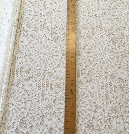 Offwhite lace fabric. Photo 9