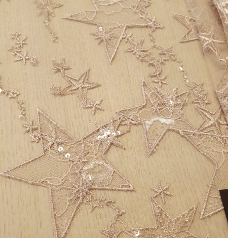 Veci rozā zvaigžņu raksts ar chantilly deteļām un fliteriem izšuvums uz tilla auduma. Photo 3