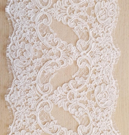 White French lace trim. Photo 4