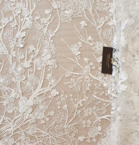 Ziloņkaula ziedu izšuvumi uz tilla auduma. Photo 6