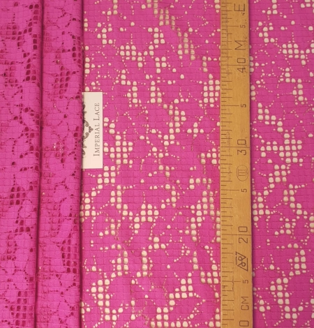 Fuchsia pink floral guipure lace fabric. Photo 5