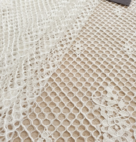 Ivory mesh floral guipure lace fabric. Photo 6