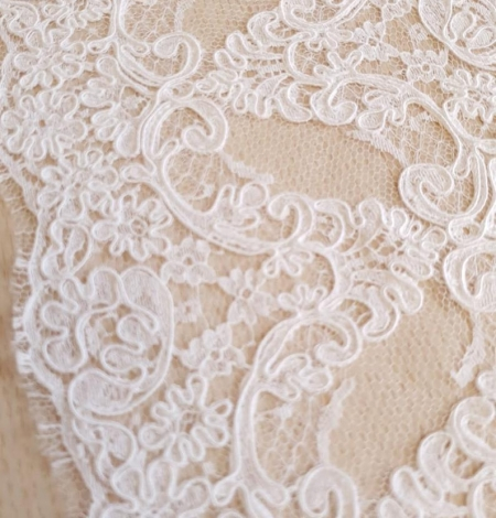 White French lace trim. Photo 3