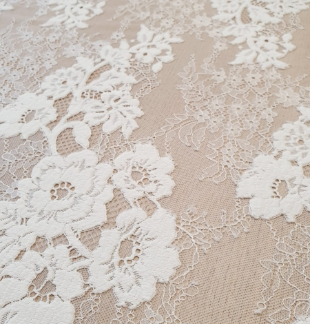 Off White  guipure with chantilly pattern lace fabric. Photo 3