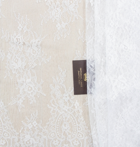 Piena balta ziedu raksta chantilly mežģīņu audums. Photo 2