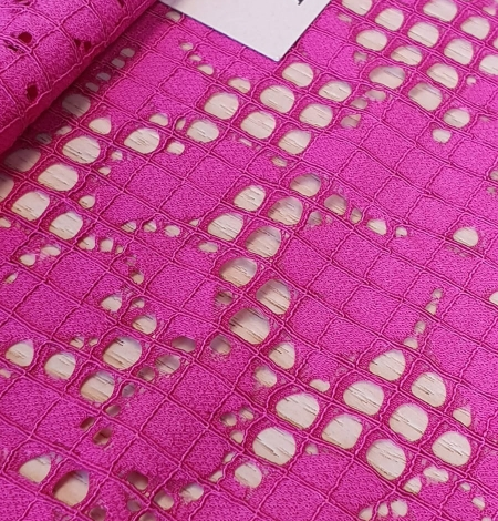 Fuchsia pink floral guipure lace fabric. Photo 2