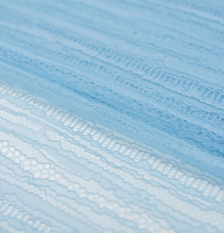 Gaiši zils abstrakts līniju chanttilly mežģīņu audums. Photo 7