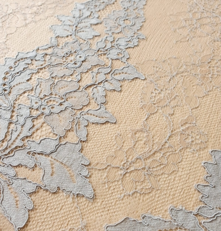 Bluishgrey on nude guipure with chantilly lace fabric. Photo 4
