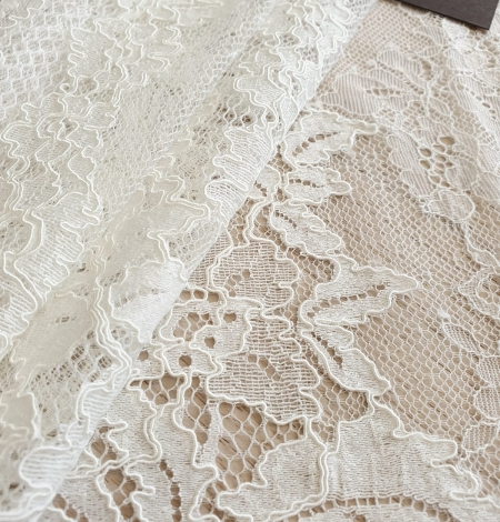 Ivory guipure with chantilly lace fabric. Photo 2