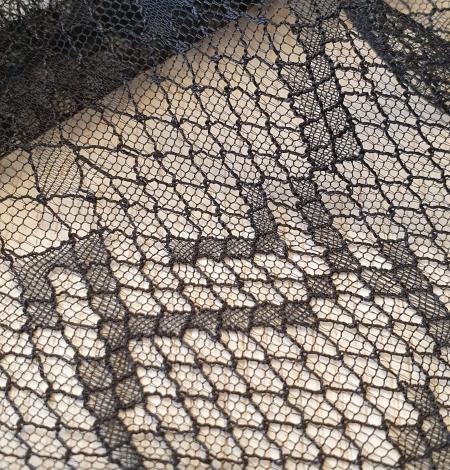 Black chantilly viscose snake pattern lace fabric . Photo 6