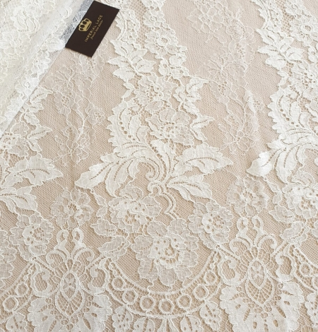 Ivory guipure with chantilly lace fabric. Photo 1
