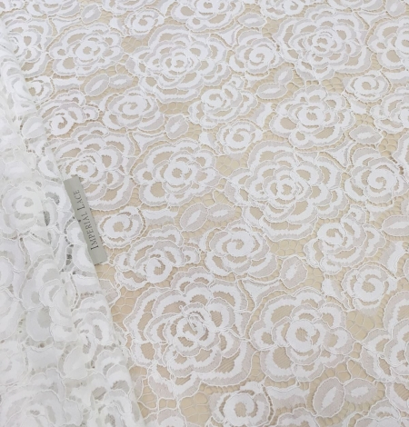 Ivory lace fabric with flowers. Photo 2