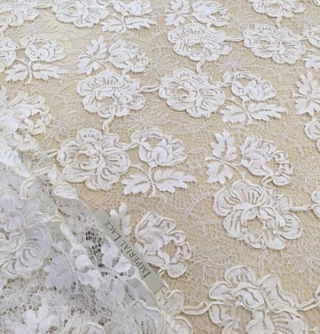 Ivory French lace fabric. Photo 5