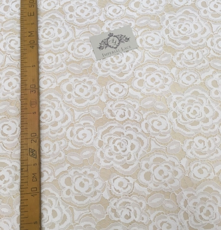 Ivory lace fabric with flowers. Photo 3
