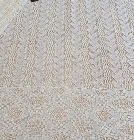 Ivory cotton 95% chantilly lace fabric. Photo 2