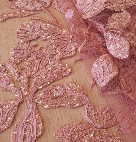Aveņu rozā ziedu raksta izšuvums ar fliteriem uz mīksta tilla auduma. Photo 4