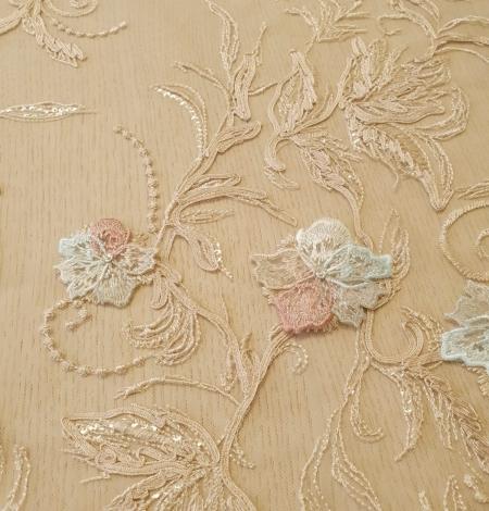 Daudzkrāsaini ziedu 3D izšuvumi uz bēša tilla auduma. Photo 7
