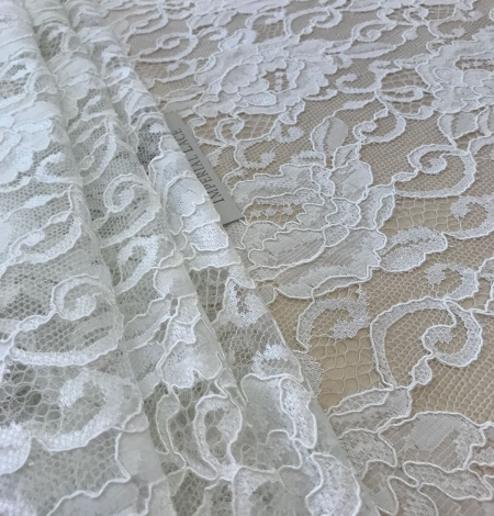 Offwhite lace fabric. Photo 5