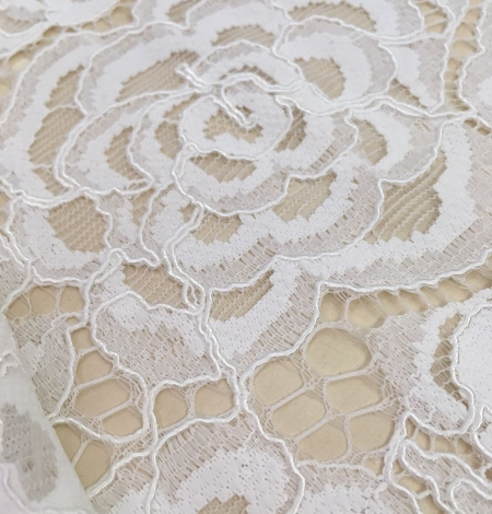 Ivory lace fabric with flowers. Photo 4