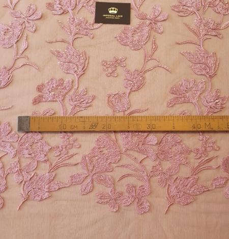 Aveņu rozā ziedu raksta izšuvums ar fliteriem uz mīksta tilla auduma. Photo 10