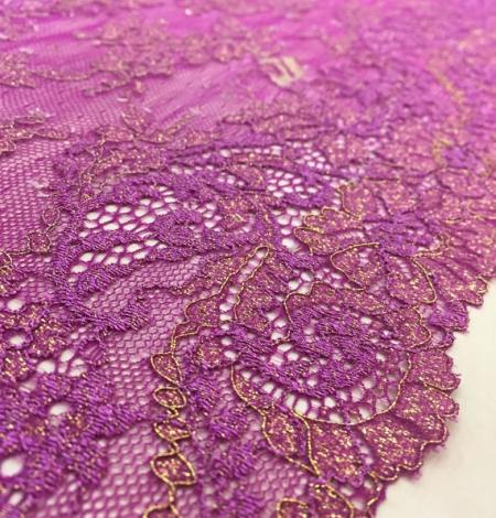 Violets ar zeltu elastīga mežģīnes maliņa. Photo 1