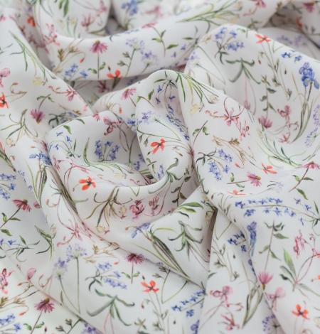 Balts ar romantisku ziedu rakstu zīda audums. Photo 4