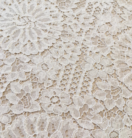 Offwhite lace fabric. Photo 2