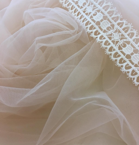 Pink lace tulle. Photo 5