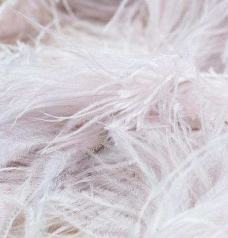 Gaiši rozā ar pelēku toni maigas dabīgās strausa spalvas. Photo 4