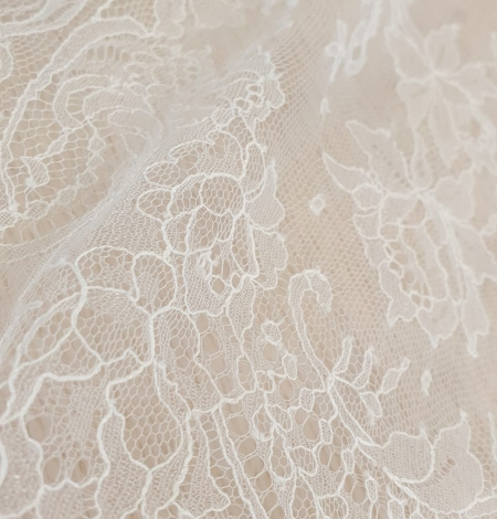 Ivory natural chantilly lace fabric by Jean Bracq. Photo 4