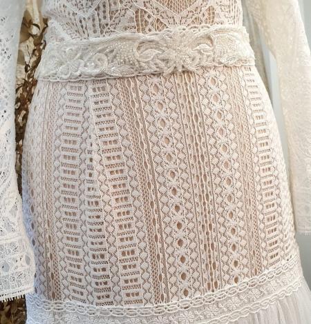 Ziloņkaula krāsas mežģīnes maliņa izšūta ar pērlītēm. Photo 7