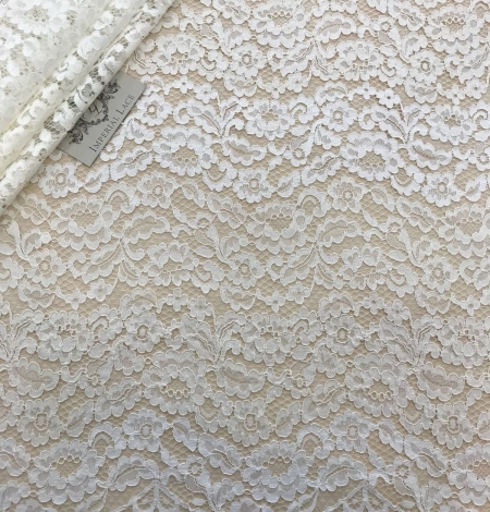 Ivory and offwhite lace fabric. Photo 1