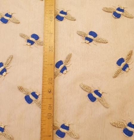 Bēša ar zelta un zila bitīšu izšuvums uz organzas auduma. Photo 8